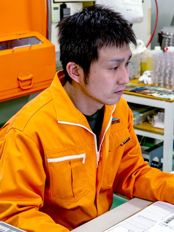 国産LEDヘッドライト製造