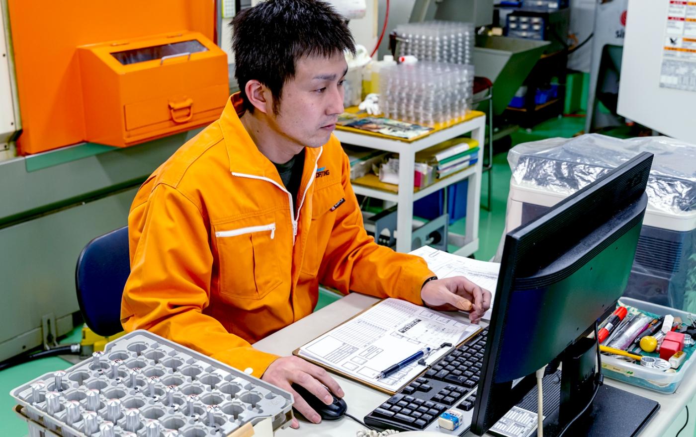 国産LEDヘッドライト製造3