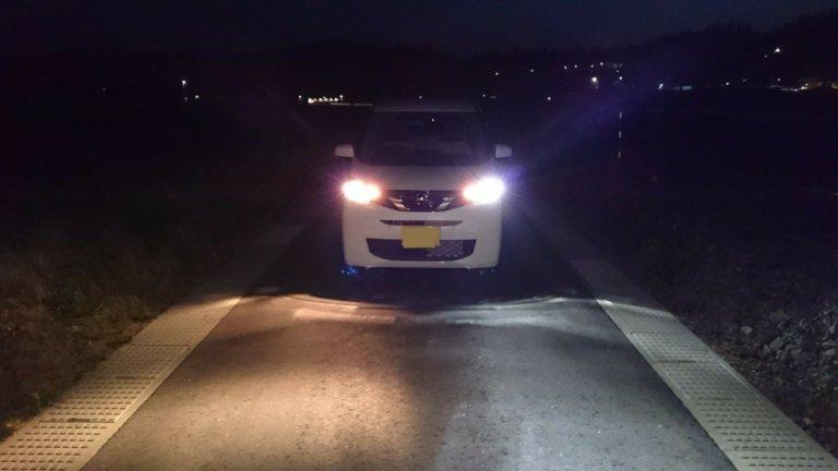 運転席ハロゲン、助手席LEDヘッドライト