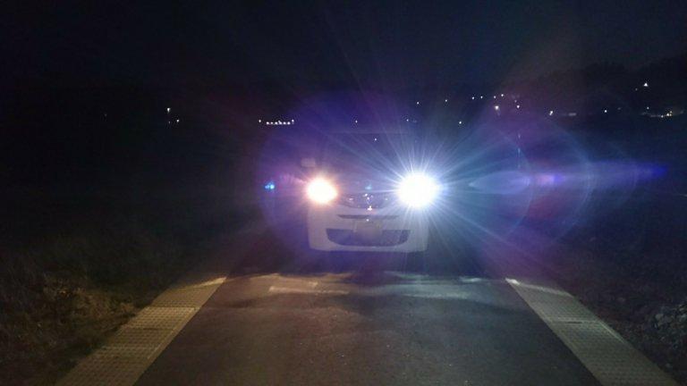 運転席ハロゲン、助手席LEDヘッドライト(正面)