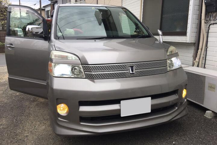 トヨタ ヴォクシー AZR60G